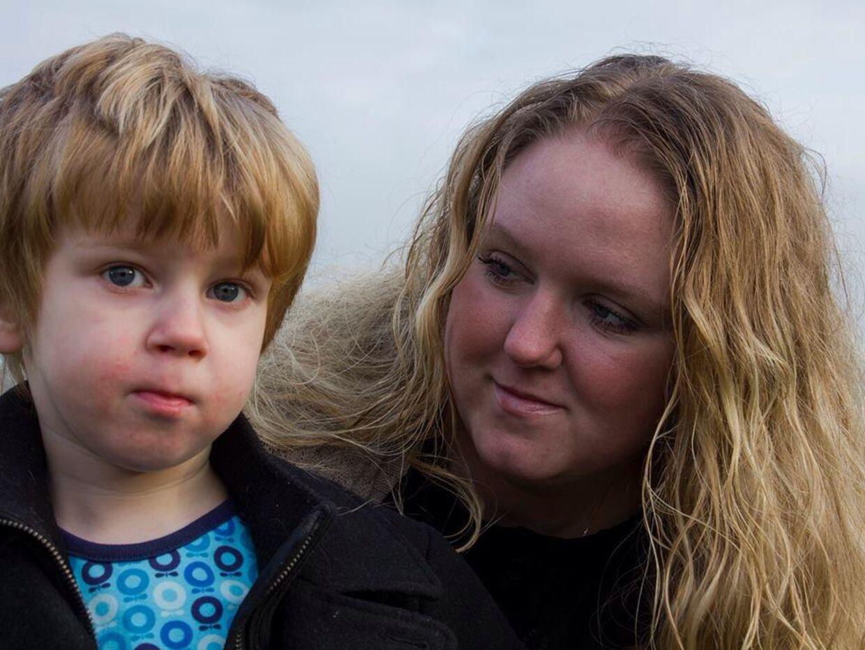 Linda Persson Legaard fik søndag ødelagt sin tur på Bakken, da en voksen mand tog fat i og skældte hendes autistiske søn ud.