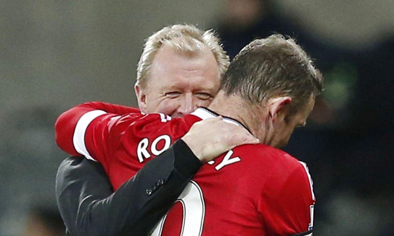 Wayne Rooney spillede en stor kamp, da Manchester United spillede 3-3 ude mod Newcastle. Her får han en trøstende arm lagt om skulderen af Newcastle-manager Steve McClaren, som Rooney kender fra dengang, McClaren var manager for det engelske landshold.