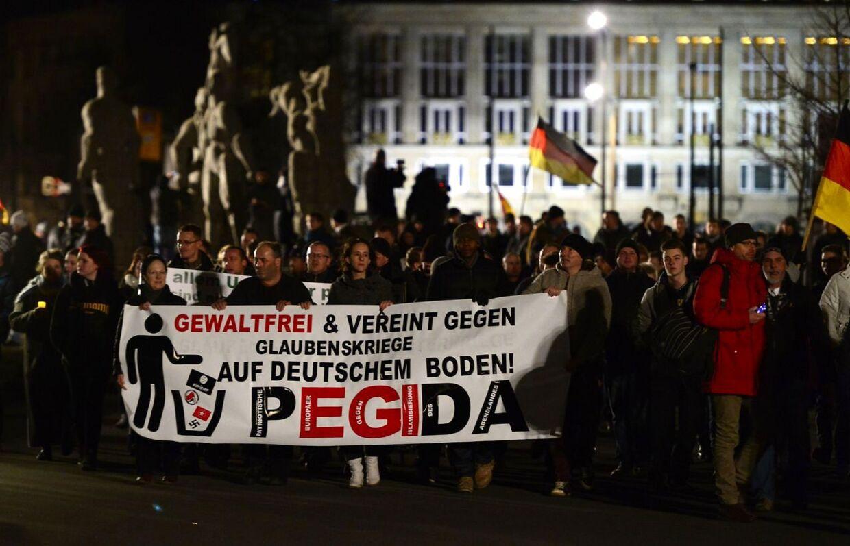 Pegida-bevægelsen opstod i Dresden i det østlige Tyskland, men trusler mod stifteren af bevægelsen har fået tysk politi til at forbyde mandagens demonstration i byen. I Danmark indledte Pegidas danske aflægger en demo-turne med en demonstration i Haderslev den 5. januar. Nu er turen kommet til København, Aarhus og Esbjerg.