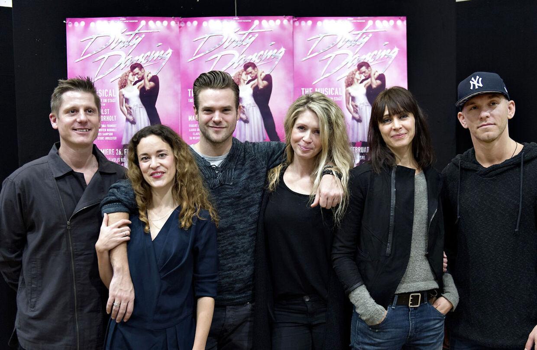 Silas Holst spiller Johnny Castle. Her sammen med Robert Hansen, Mathilde Norholt, der spiller 'Baby' og (hendes mor) Kirsten Norholt.