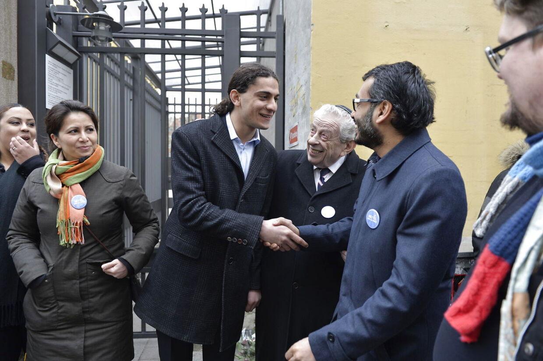 Muslimsk fredsring om synagogen i Krystalgade.