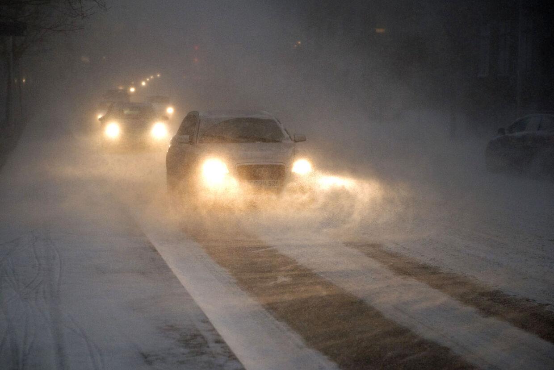 Snestormen ramte Nordjylland og Aalborg den 23.december om eftermiddagen med stormende blæst og kraftig snefald. Her en situation fra vejene i byen.