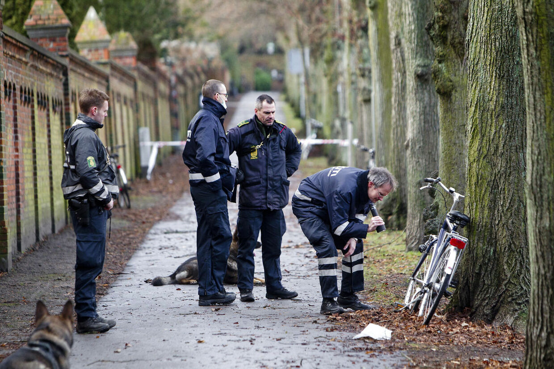 Et afkølet spædbarn blev torsdag formiddag fundet i en taske i Rektorparken i København.