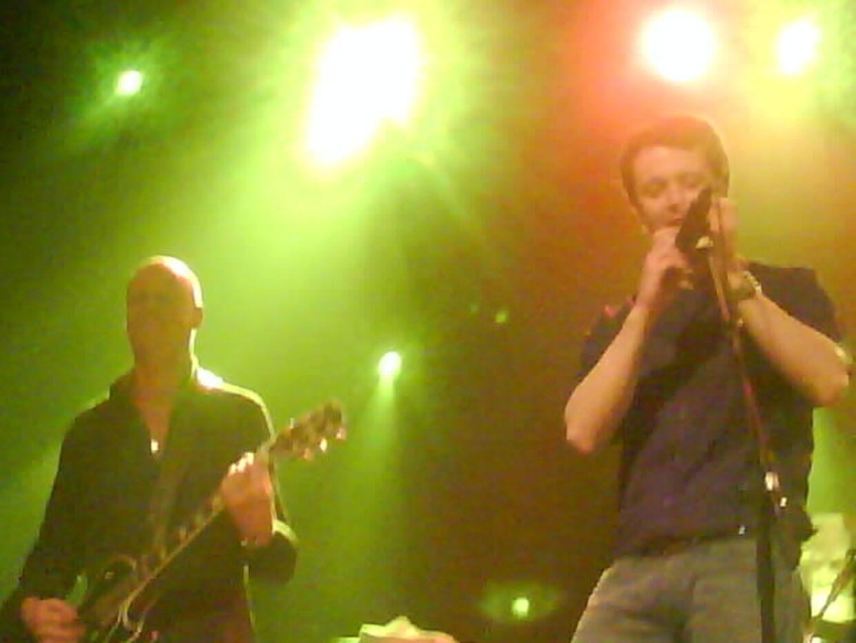 I rock-humør og med mundharpen for munden gik Kronprins Frederik på scenen to gange under Led Zeppelin-jam koncerten i Pumpehuset.