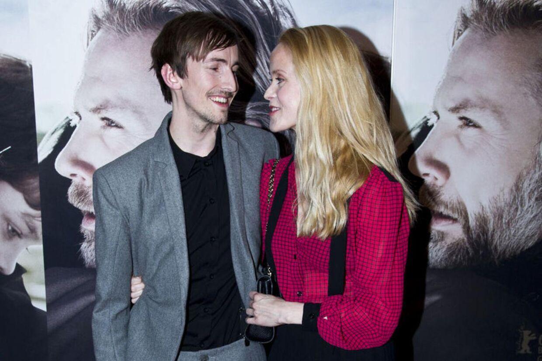 Tina Dickow og kæresten til premiere på filmen 'En du elsker', som hun meget passende har skrevet musikken til.