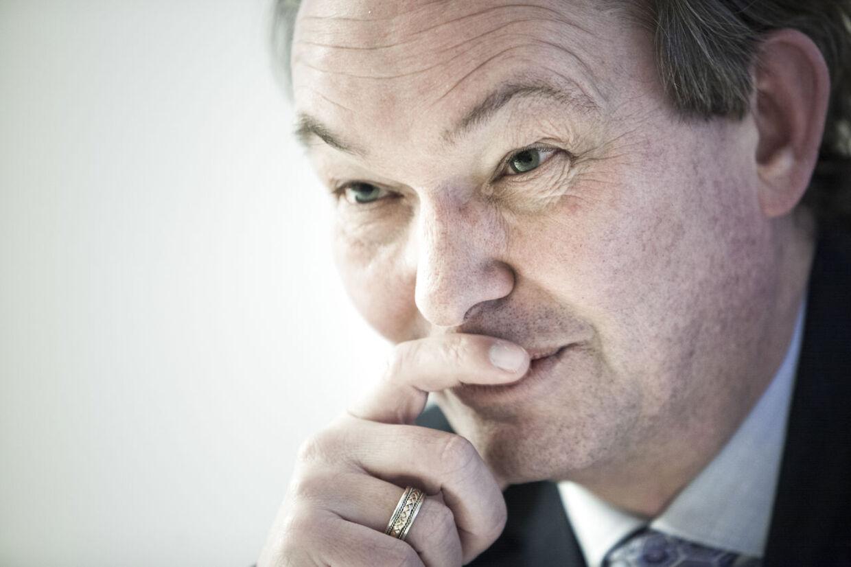 Scandia Housings direktør Peter Høyer kalder personalerejserne med limousine, privatfly, luksushoteller og dyre middage for 'almindelige arbejdsture'.