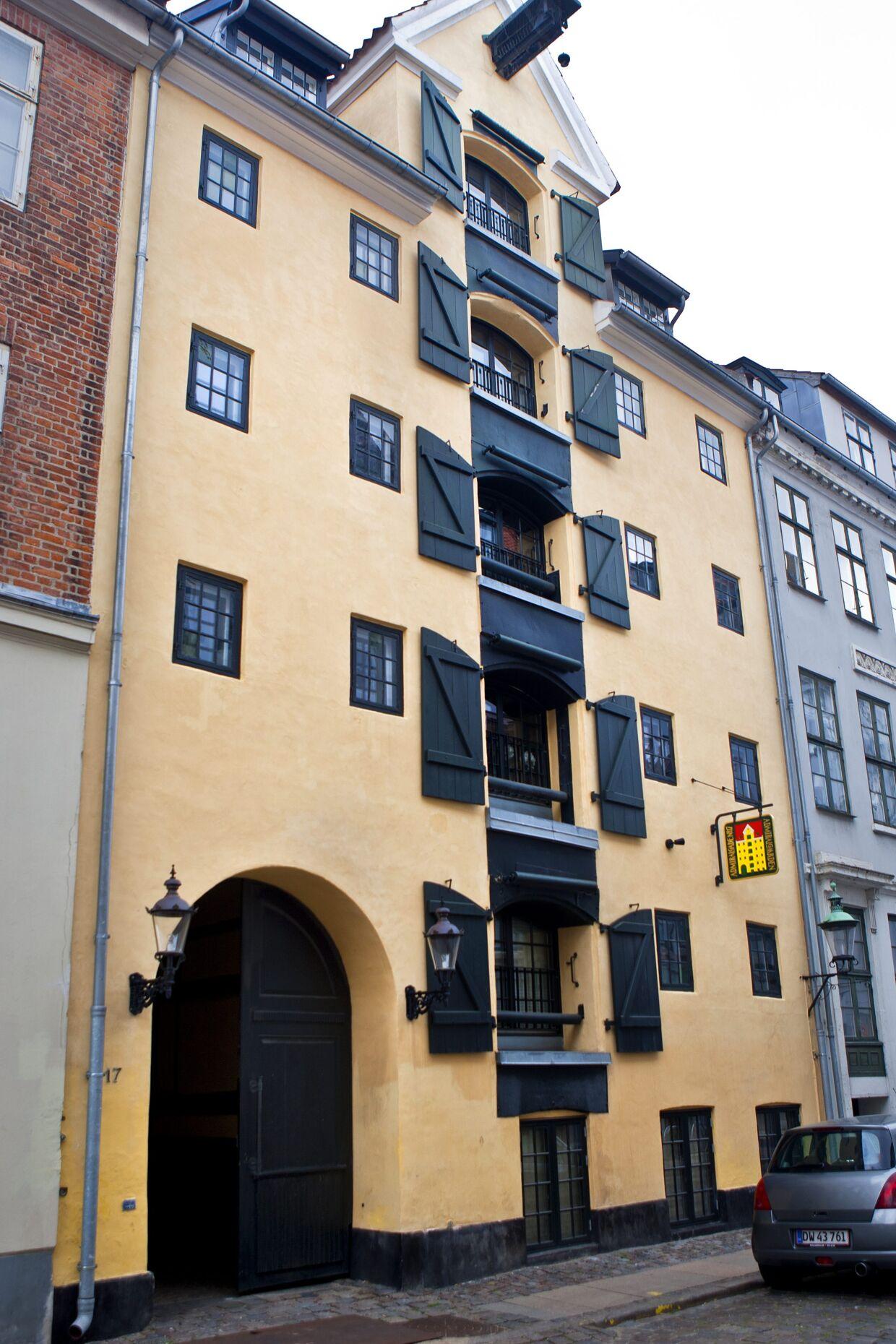 Admiralgade 17, få gader fra Strøget og Christiansborg. Den er også ejet af selskabet Metorion, som Bent Fabric ejer sammen med sønnerne.