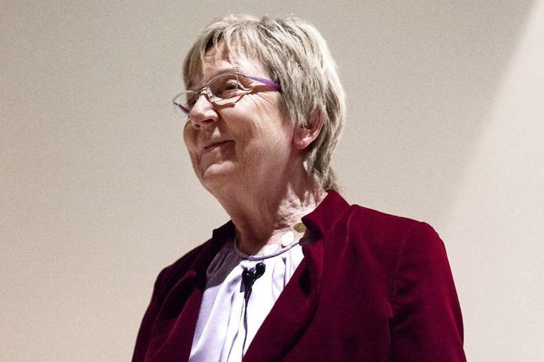 Kulturminister Marianne Jelved støtter overraskende op om Anders Bondo Christensen.