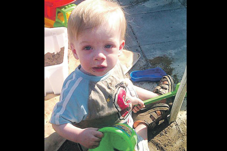 Den 15 måneder gamle dreng, Tobias, blev angiveligt tæsket ihjel.