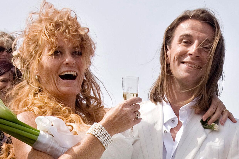 Jean-Gabriel Leynaud kom til skade på Antarktis, hvor han var i gang med at lave en dokumentarfilm. Her er parret på deres bryllupsdag.