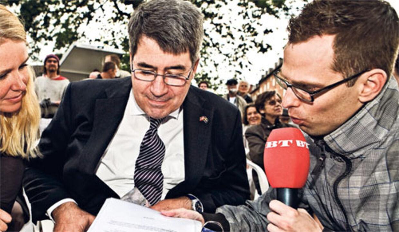 Den svenske ambassadør eller minister lader sig ikke overbevise om cd38efa432589