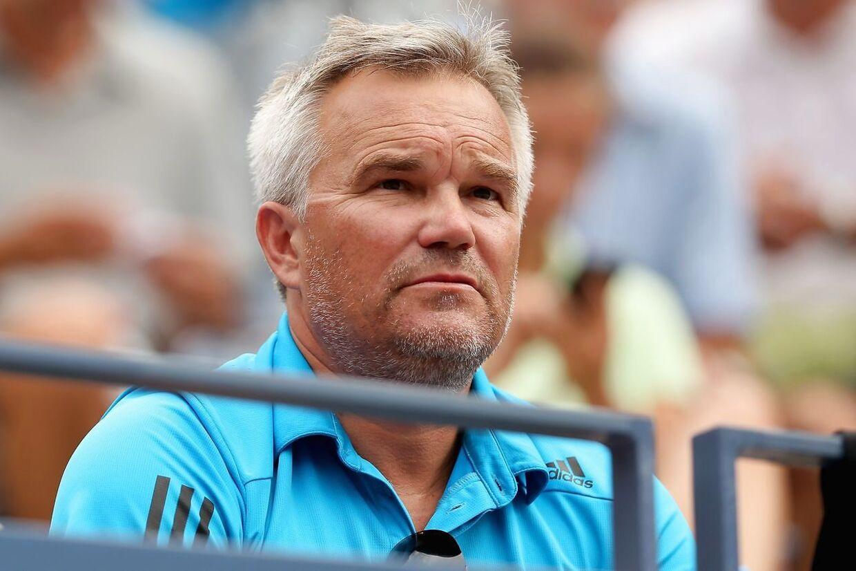 Piotr Wozniacki er ikke just begejstret for Caroline Wozniackis første modstander ved Australian Open i Melbourne.