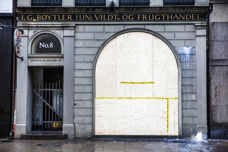 """Hærværk mod Kristian Hornsleths galleri i Bredgade """"Hornsleth & Friends Gallery""""."""
