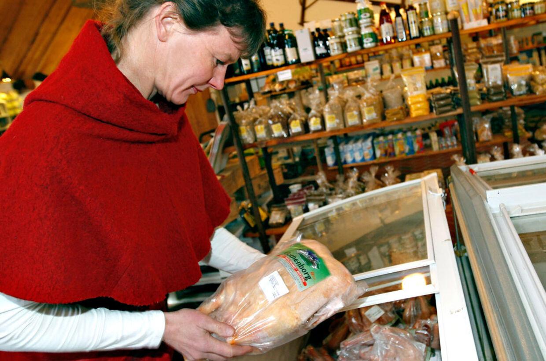 Selv om danskerne allerede slås med nogle af verdens højeste forbrugerpriser, får fødevarerne nu et ekstra hak opad - i sundhedens tjeneste, forstås.