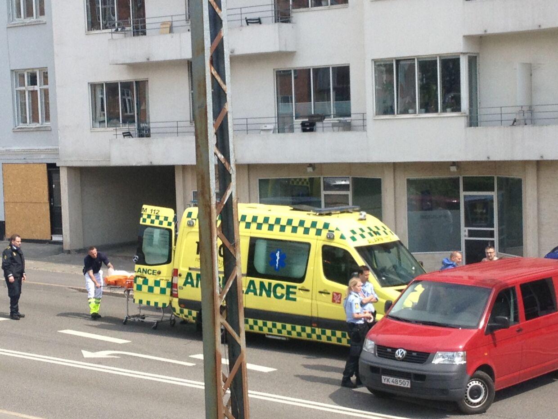 To personer er fundet døde på fortovet i Aarhus.