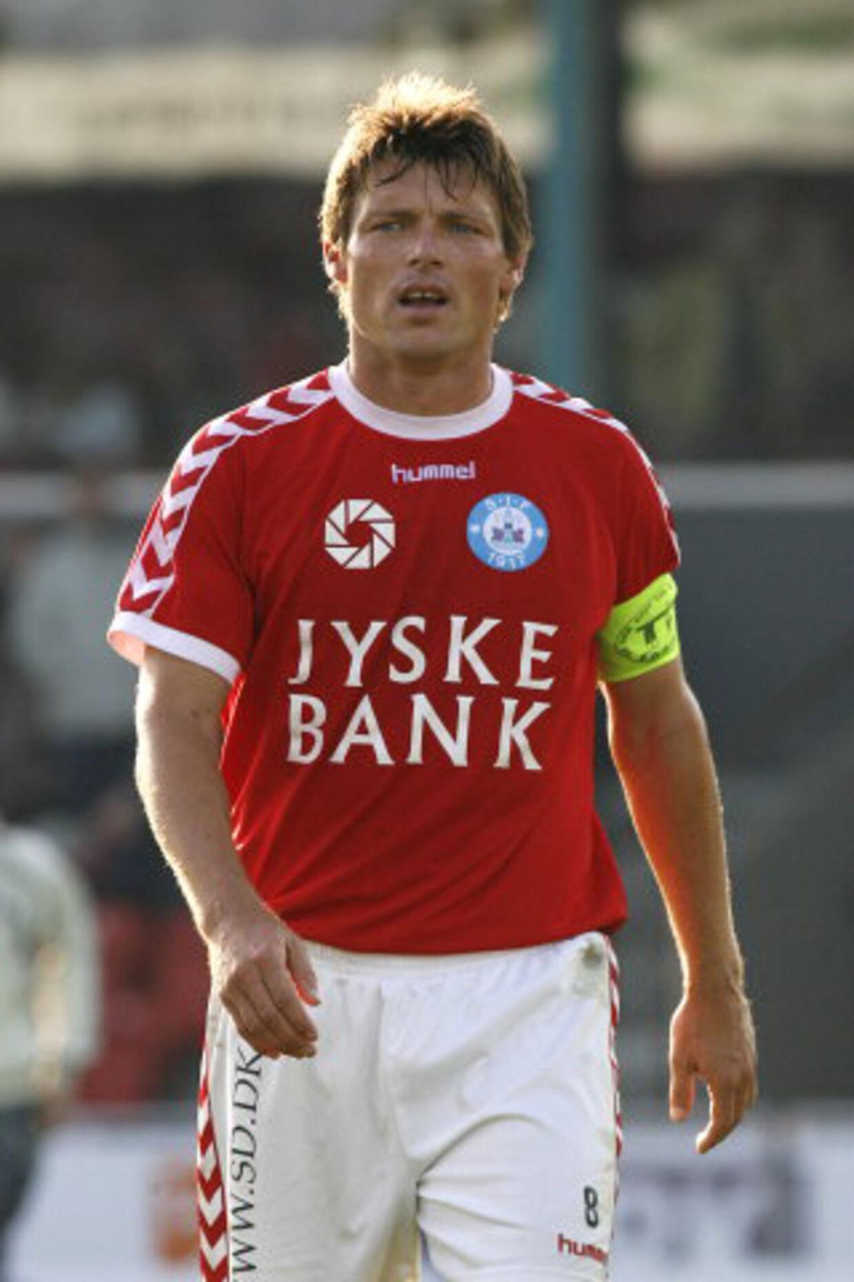 Dermed slutter en lang fodboldkarriere, der siden debuten i marts 1991 og de første seks år i Silkeborg førte Michael Hansen til OB, hollandske NAC Breda, Esbjerg, FC Midtjylland og så hjem til SIF for godt et år siden. Foto: Ernst van Norde