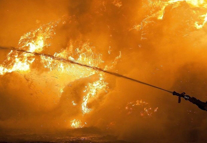 En brandmand blev alvorligt kvæstet natten til mandag, da han sammen med en kollega forsøgte at slukke en brand. (Arkivfoto)
