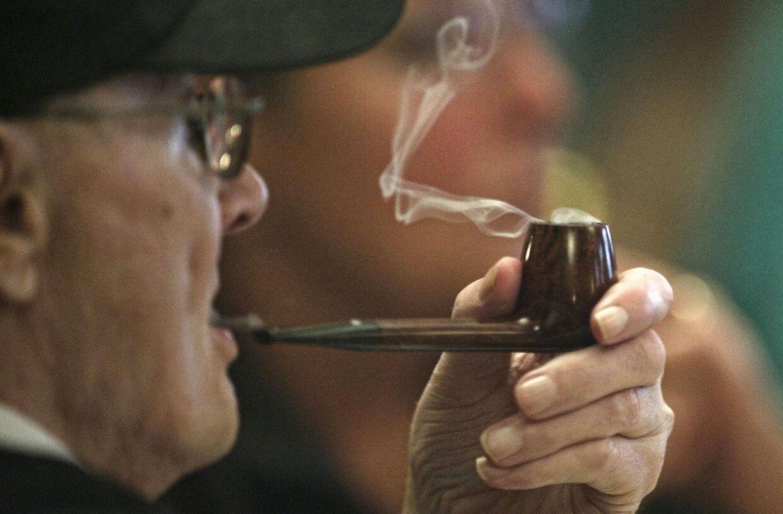 De skadelige stoffer fra røgen sætter sig i dit tøj og kan skade dine børnebørn.