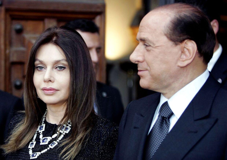 Silvio Berlusconi sammen med sin nu snart eks-kone Veronica Lario inden det gik helt galt i deres forhold.