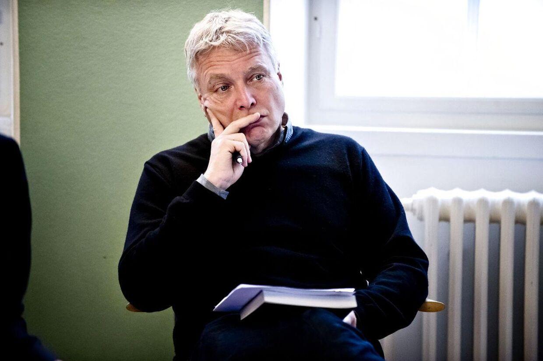 Kulturminister Uffe Elbæk er blevet kaldt i samråd af Venstre, der vil have en forklaring på Uffe Elbæks udtalelser i forbindelse med juletræs-sagen.