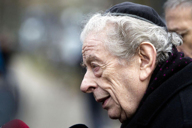 Ved den jødiske ceremoni i kapellet holdt forhenværende overrabbiner Bent Melchior en varm og humoristisk tale for de omkring 120 fremmødte.