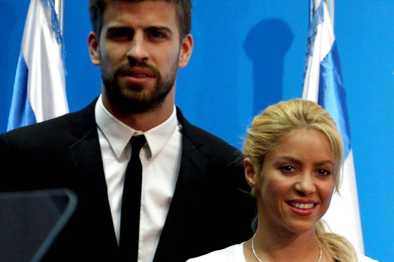 Den columbianske sangerinde Shakira og den ti år yngre FC Barcelona-fodboldspiller Gerard Pique offentliggjorde fredag, at de var blevet forældre til en lille søn. Men nu viser det hele sig at være en joke.