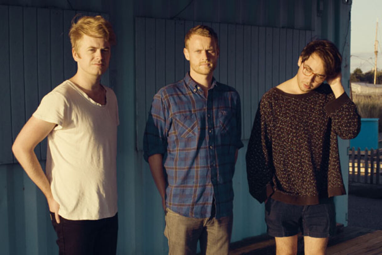 Figurines' frontmand Christian Hjelm (yderst til venstre) taler ud om sit bands tilstand, det nye album og venskabet med Band of Horses.