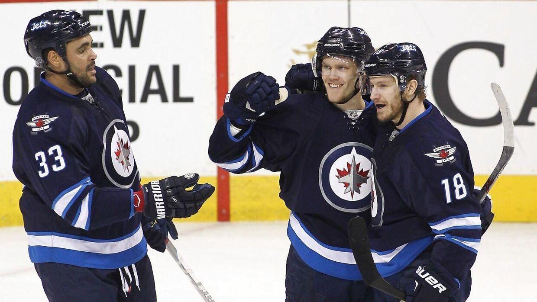 Nikolaj Ehlers (midten) kom på scoringstavlen for Winnipeg Jets