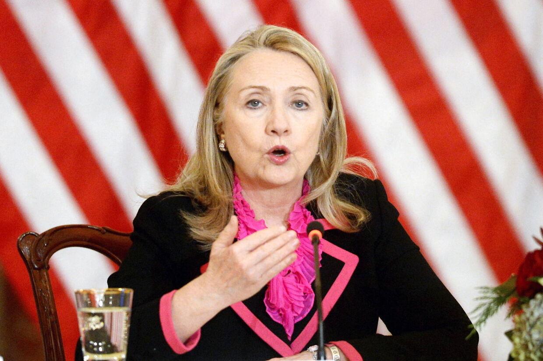 Den amerikanske udenrigsminister Hillary Clinton har fået en blodprop oven på den hjernerystelse, hun pådrog sig tidligere i december.