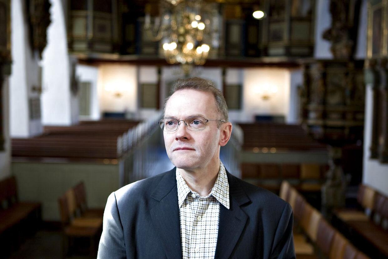 Domprovst ved Vor Frue Kirke i København, Anders Gadegaard, kalder politiets aktion i en frikirke for 'uanstændig opførsel'.