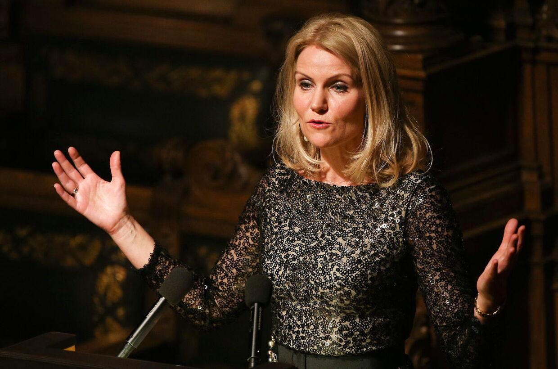 Statsminister Helle Thorning-Schmidt taler som æresgæst i Hamborg.