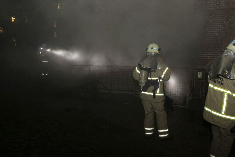 En brand i en affaldsskakt på Nørrebro var blot en af mange småbrande, som politi og brandbiler blev kaldt ud til nytårsnat.