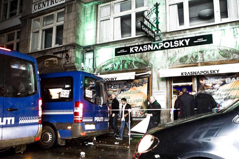 En 22-årig mand blev nytårsnat stukket ned på diskotek Krasnapolsky i København. Manden er ifølge politiet uden for livsfare.