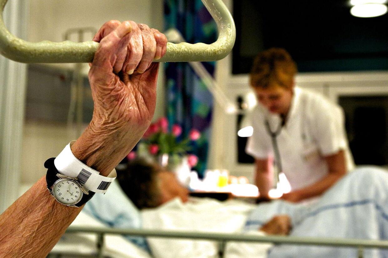 Et hold eksperter arbejder for tiden på at udarbejde en »dødstest«, der skal gøre det nemmere for hospitalerne at afgøre, om ældre patienter er værd at bruge dyr medicin og behandling på.