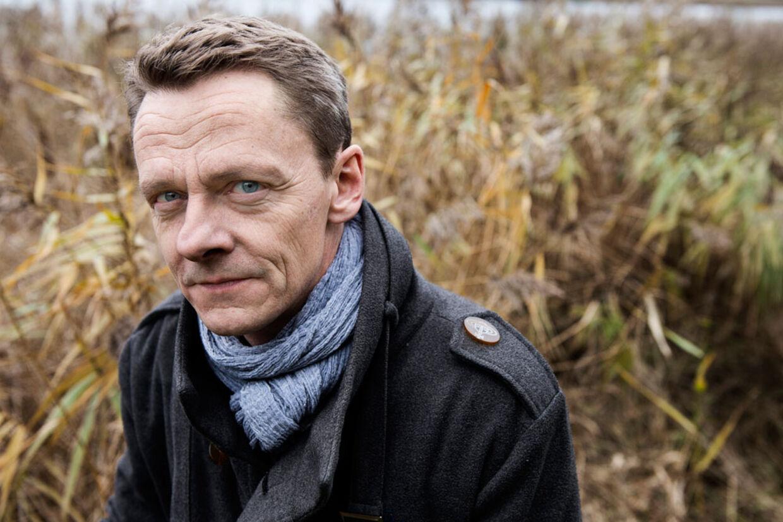Skuespiller Olaf Johannessen spiller statsminister i 'Forbrydelsen III'. Nu bliver han pludselig genkendt på gaden.