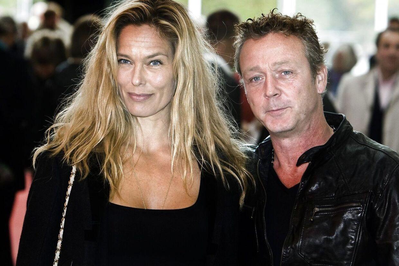 Thomas Helmig havde hustruen, Renee Toft Simonsen, med, da han fik tildelt Æresprisen ved det store DMA-show i Forum i København, lørdag aften.