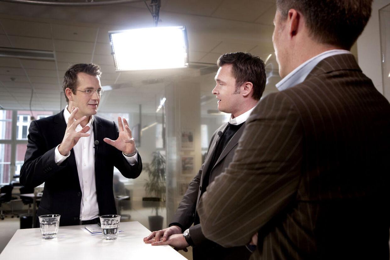 Til venstre ses Jeppe Nybroe i sin værtsrolle på BT TV med Dan Jørgensen og Morten Løkkegaard i studiet.