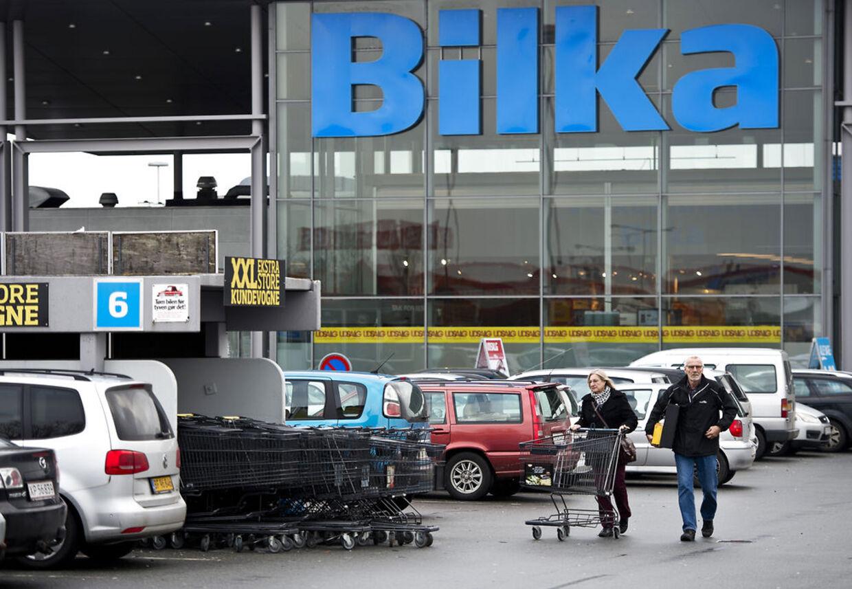 Bilka i Odense måtte på grund af en bombetrussel lukke helt ned i 6,5 time søndag eftermiddag og det kan koste gerningsmanden dyrt. På billedet er det Bilka i Aarhus.
