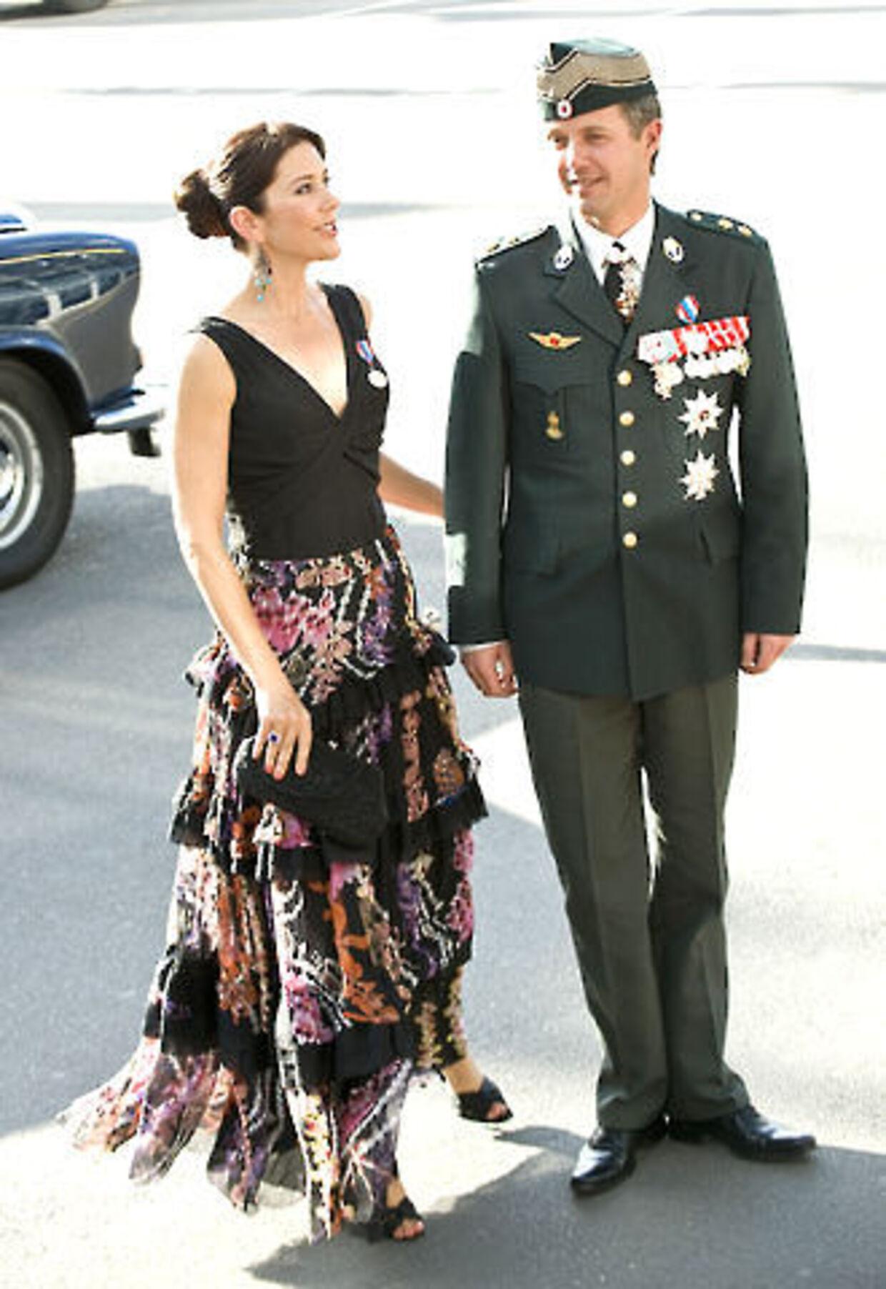 Kronprins Frederik er klar til at rejse fra Kronprinsesse Mary. Foto: Keld Navntoft.
