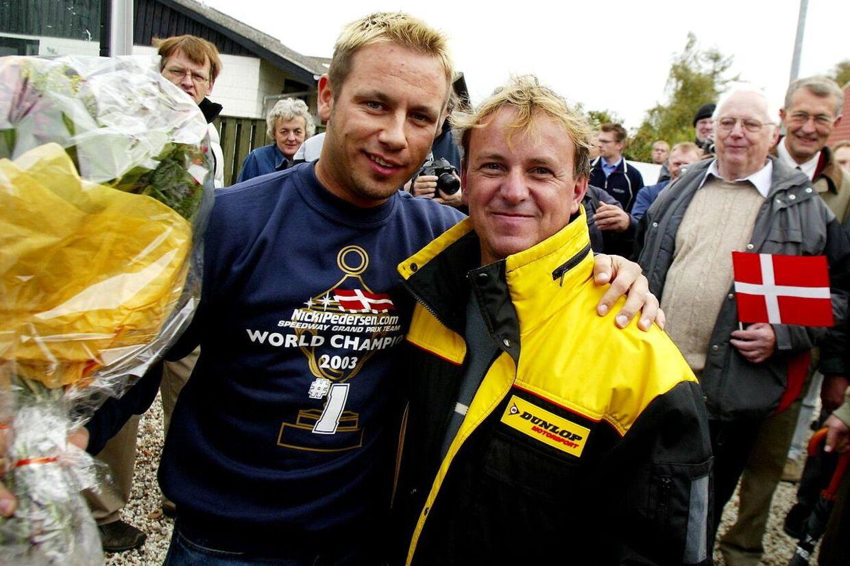 Her står Jan O. Pedersen sammen med sin kollega Nicki Pedersen. Jan O. Pedersen blev verdensmester i speedway i Gøteborg i 1991. På mandag skulle han have været i retten for at støtte sin voldsramte søn.