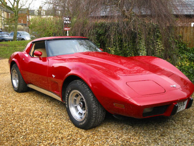 En amerikansk Corvette blev narret fra en bilforhandler i Vejle med en falsk banknoteret check. Hans tab er 400.000 kr.