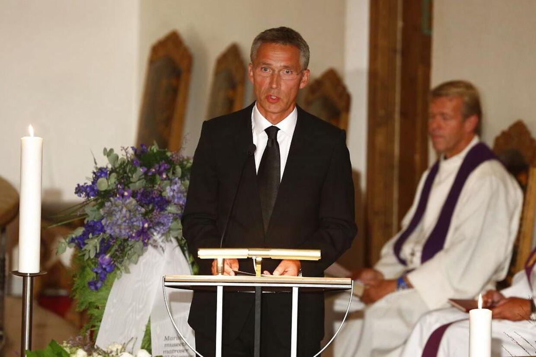 Statsminister Jens Stoltenberg talte ved torsdagens bisætelse af Rolv Wesenlund. POOL Foto: Erlend Aas / NTB scanpix POOL