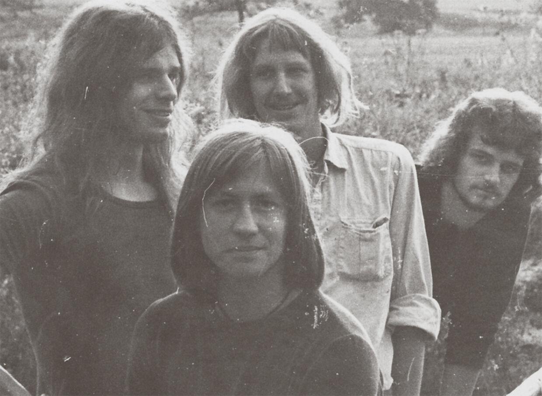 TV-2 i de glade hippiedage sidst i 70' erne, da bandet kaldte sig Taurus og spillede syret musik, inspireret af Pink Floyd. I dag kan du købe TV-2s nye album 'Showtime' til spotpris via B. T.