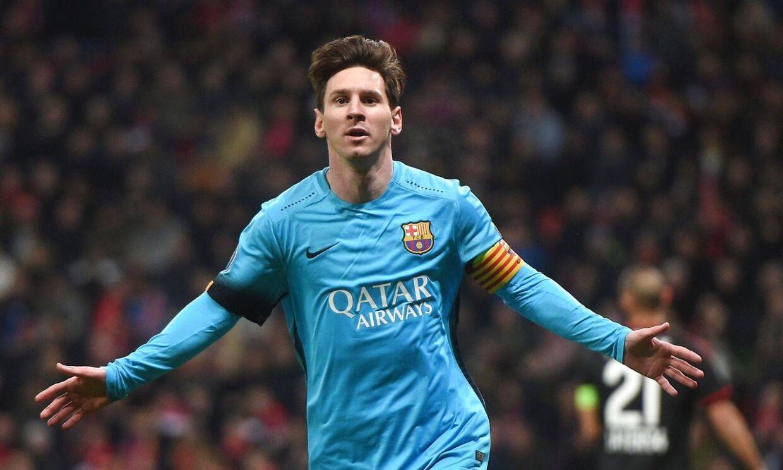 Lionel Messi har her scoret for FC Barcelona mod Bayer Leverkusen, men det var ikke nok til at holde den russiske tv-kommentator, Vassilij Utkin, vågen.