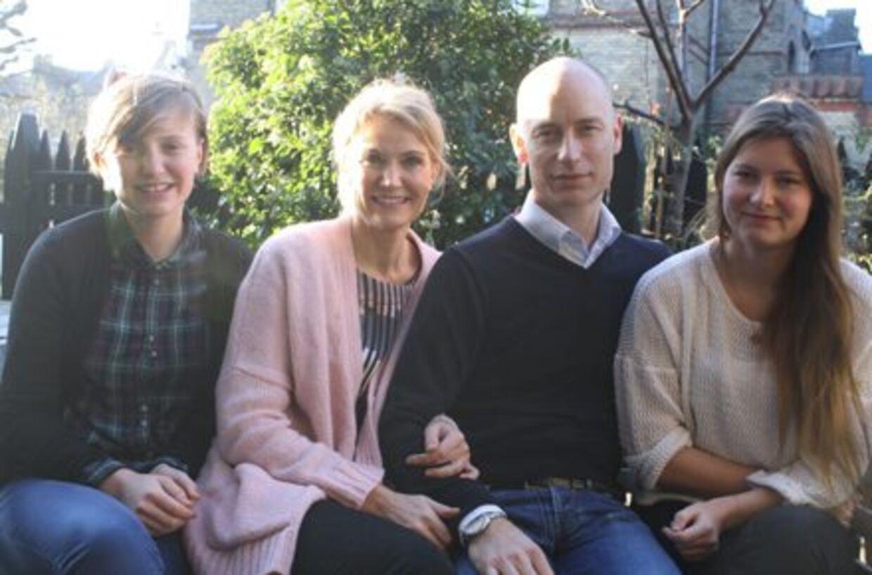 Dette billede lagdeKinnock for nylig ud på sin hjemside. Billedet var akkompagneret af teksten:'Stephen med sin kone Helle og to døtre – Johanna (17), og Camilla (14)'.