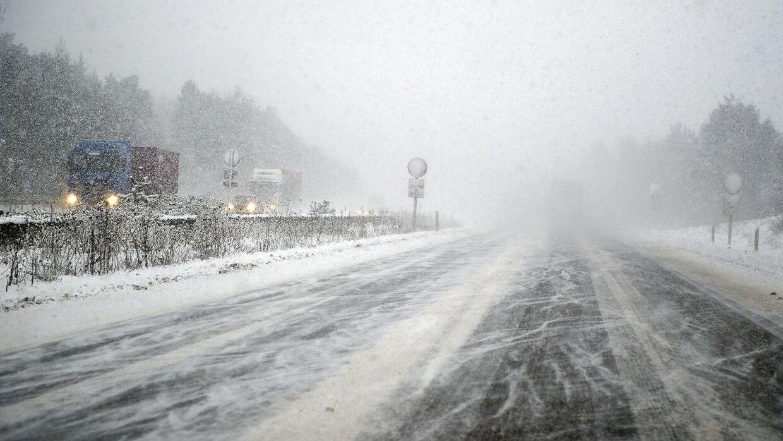 Snebyger på motorvej.