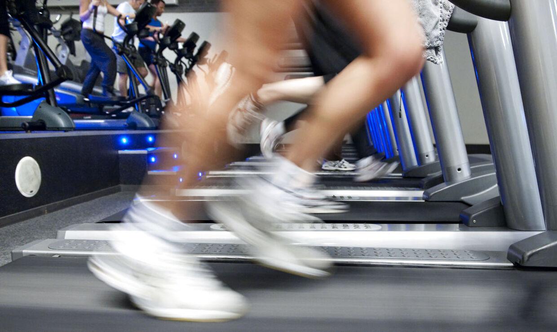 Der er tryk på motionscentrene efter de fede juledage. Her er det travle ben på et løbebånd i Helsingør lørdga den 27. december.
