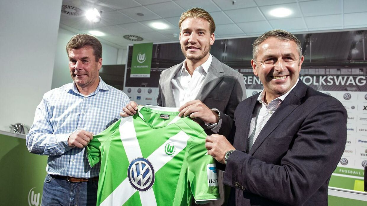 Nicklas Bendtner sammen med Dieter Hecking (tv.) og Klaus Allofs (th.)