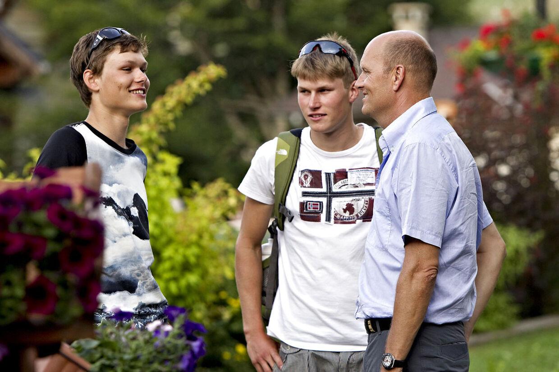 Arkivfoto: Bjarne Riis med sine største sønner fra venstre Thomas og Jesper under Tour de France 2010