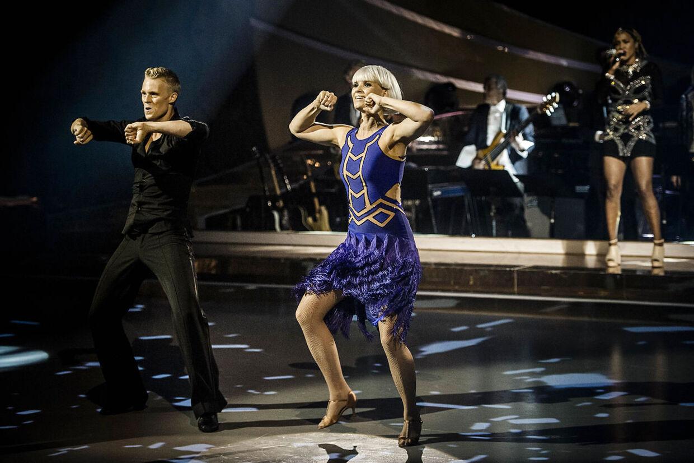 Forsangeren i The Raveonettes Sharin Foo og hendes partner Frederik Nonnemann skal på scenen til Depeche Modes 'Personal Jesus'. De skal danse en tango.